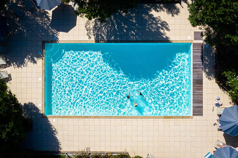 Piscine résidence trois étoiles - Éco-Domaine La Fontaine